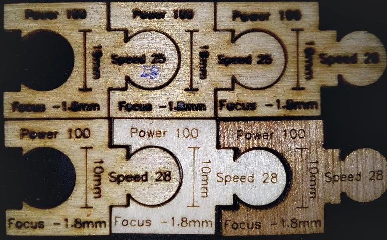 Zes puzzelstukjes
